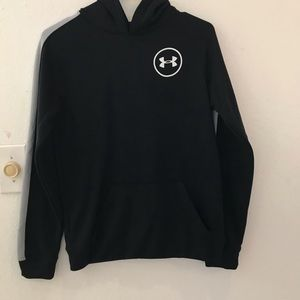 Under Armour long sleeves W/hoodie size large tee
